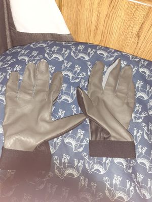 Baseball gloves they have really good grip I used once I want 20 for them or we can negotiate for them size medium for Sale in Moreno Valley, CA