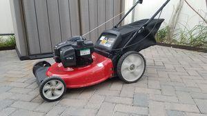 "Yard Machine 21"" 550Ex Briggs & Stratton Lawn Mower for Sale in Orlando, FL"