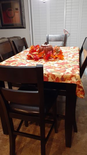 Dinning Room Table and 4 Chairs/ 1 Bench Seat for Sale in Beaumont, CA