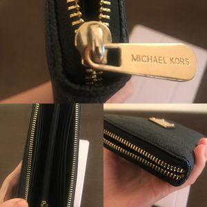 Michael Kors continental zip wallet (authentic) for Sale in Seattle, WA