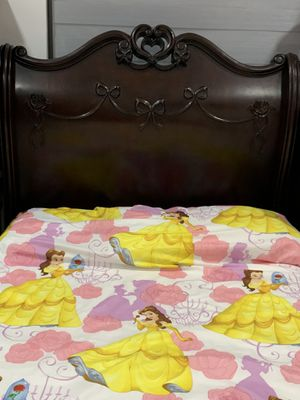Princess twin bedroom set (dark wood) for Sale in Miami, FL