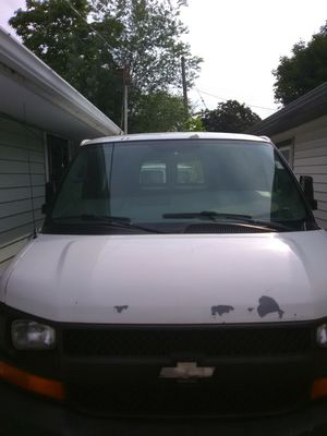 2006 Chevy Express Van 2500 6L for Sale in Cleveland, OH