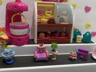 SHOPKINS BAKERY WITH MIXER! 14 Shopkins, Doll, Food Cart, Chair Table Lamp4 Baskets, Trays Are Removable for Sale in Modesto,  CA