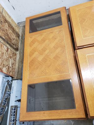 Livingroom Table w/glass inserts w/2 end tables and TV Stand w/glass shelves for Sale in Bolingbrook, IL