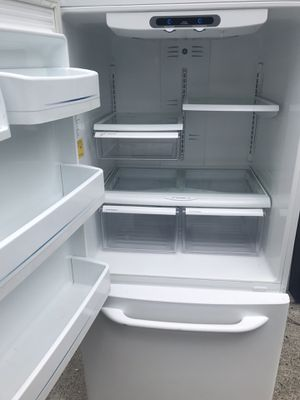 GE white bottom freezer refrigerator fridge DELIVERY for Sale in Federal Way, WA
