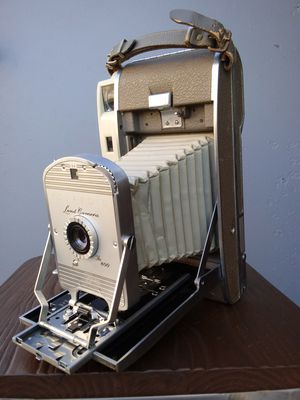 Polaroid 800 Land Camera circa@1957-62 for Sale in Montclair, CA