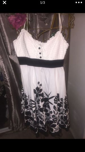 Misses cotton dress white with black flowers zip back size med 10 pristine for Sale in Northfield, OH