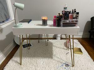 Makeup Vanity/Desk with chair for Sale in Newark, NJ
