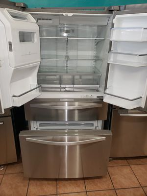 Refrigerator Whirlpool 4 Door for Sale in South Gate, CA