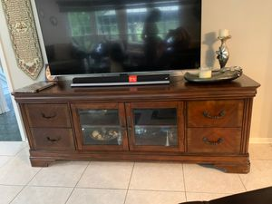 Art van Tv stand for Sale in West Bloomfield Township, MI
