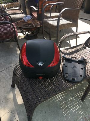 Motorcycle carrying hard case for Sale in Pomona, CA