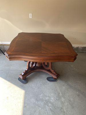 Dinning table with 6 chairs and 2 extenders for Sale in Morgantown, WV
