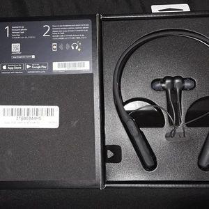 Sony noise cancelling headphones for Sale in Virginia Beach, VA