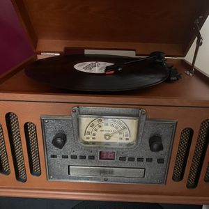 Record /CD player am/fm radio. Somo vinyl records included for Sale in West Palm Beach, FL