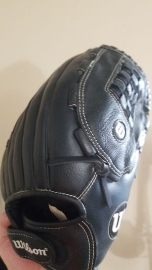 Wilson 14in softball glove, barely used for Sale in Renton, WA