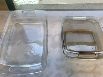 2 Pyrex Dishes for Sale in Los Angeles,  CA