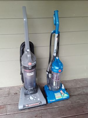 lot of 2 Hoover vacuums bagless 25.00 for Sale in College Park, GA