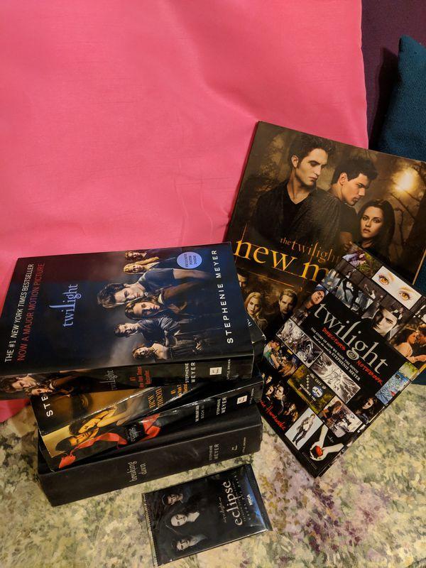 Twilight Saga Collector's Book & Trading Cards Bundle
