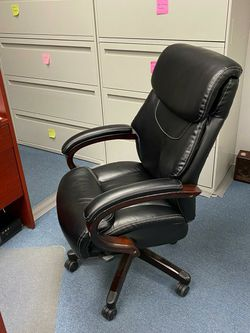 La-Z-Boy Leather Office Chair for Sale in Garden City,  NY