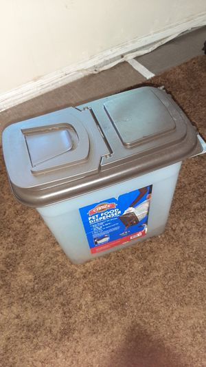 Pet food Dispenser container. 25 pounds for Sale in Raleigh, NC