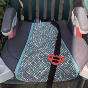 Push in cup holders Booster Car Seat for kids for Sale in Long Beach, CA