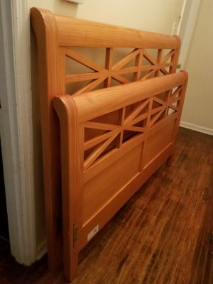 Beautiful queen size bed frame ( headboard, footboard, rails) for Sale in Charlotte, NC
