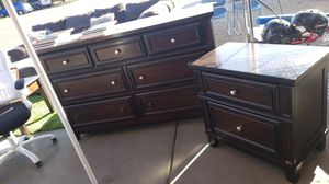 Dresser and nightstand for Sale in Glendale, AZ