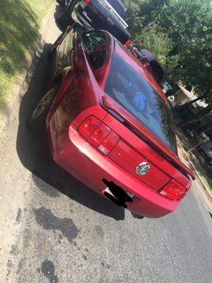 Mustang 2005 104 millas 5000 o cambio x algo d 4 puertas del mismo precio for Sale in Austin, TX