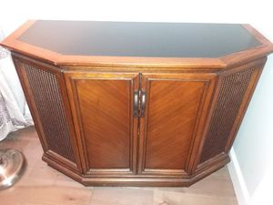 Vintage Media Cabinet with Record Player and AM/FM Radio for Sale in Durham, NC