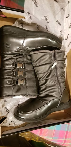 WOMEN'S winter Boots size 8 wide RAIN OR SNOW LIKE NEW for Sale in Silver Spring, MD