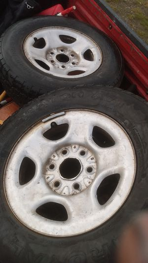 225 75 R16 aluminum rims and they are full of air about 60 */. Of life left will trade for 5 lug for Sale in Lacey, WA