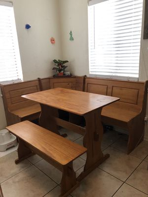 Breakfast Nook - Corner Nook with Bench for Sale in San Fernando, CA