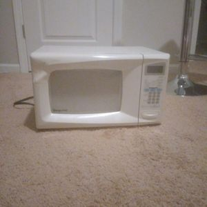 White Microwave for Sale in Columbia, SC