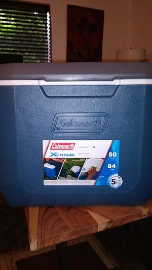 COLEMAN EXTREME WHEELER COOLER WITH DRINK HOLDER, WHEELS, AND HANDLE FOR EASY HAULING for Sale in Everett, WA