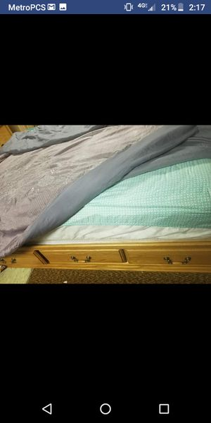 Queen size bed frame for Sale in Charlotte, MI