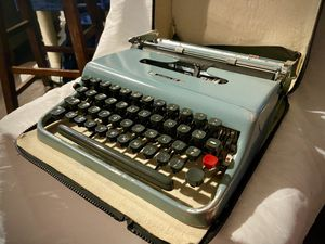 1962/3 Underwood Olivetti Lettera 22 for Sale in Albuquerque, NM
