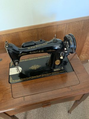1949 singer sewing machine with desk *** ANTIQUE *** for Sale in Dallas, TX