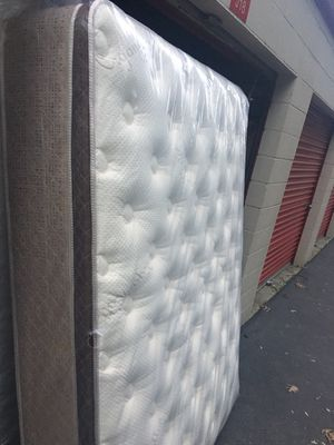 Brand new/good quality pillow top and very comfortable California king size mattress and box springs.Free delivery for Sale in Vallejo, CA