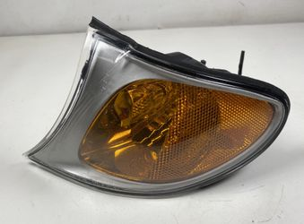 2002-05 BMW E46 330i 325i Driver Turn Signal Corner Lamp for Sale in Fullerton,  CA