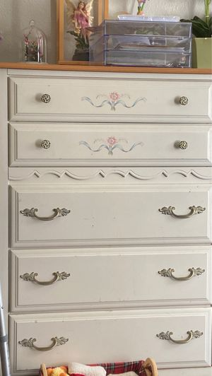5 drawer dresser for Sale in Littleton, CO