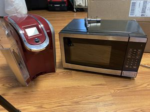 Keurig and microwave for Sale in York, PA