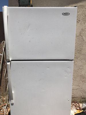 ‼️FUNCTIONING Whirlpool fridge‼️/refrigerador whirlpool a la venta for Sale in North Las Vegas, NV
