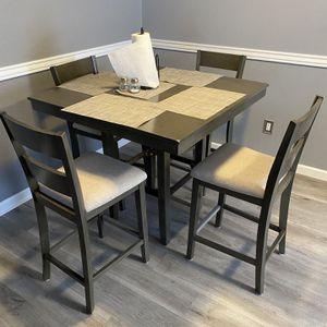 Dining Table With 4 Chairs for Sale in Thornton, CO