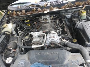 Jeep Grand Cherokee 2004 parts for Sale in Des Moines, IA