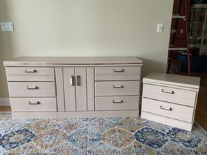 Night stand and dresser for Sale in Melbourne, FL