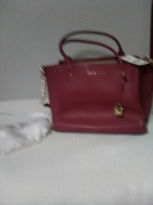 Brand new with silk case Michael Kors Leather Handbag for Sale in Charlotte, NC