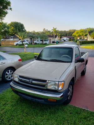 1998 toyota tacoma ,rebuild title, no a/c,excellent running conditions$1600 for Sale in Miami, FL