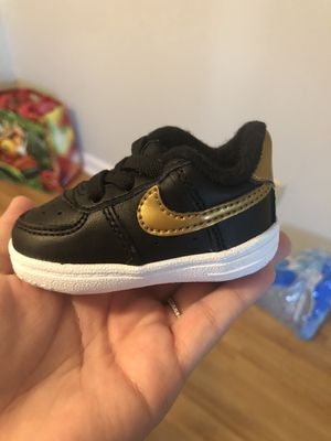Nike Baby Shoes (Size 1) for Sale in Chardon, OH
