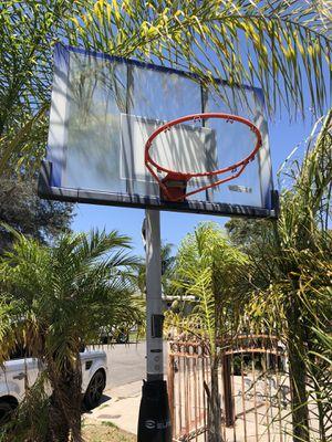 LIFETIME BASKETBALL HOOP for Sale in Garden Grove, CA