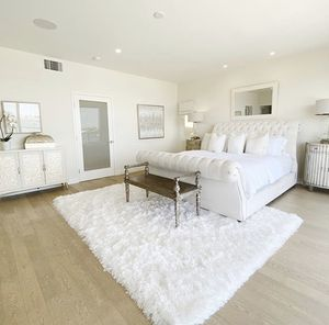 8x10 polar fur shaggy rug for Sale in Beverly Hills, CA